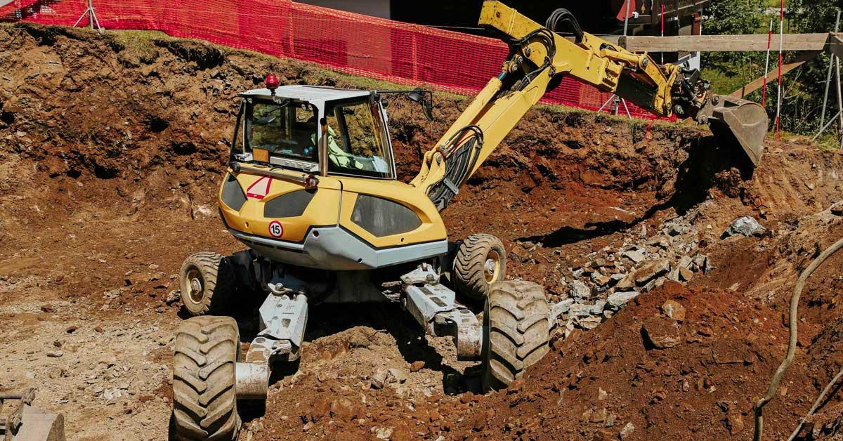 FEATURE-apt-spraypainting-spider-excavator-machine